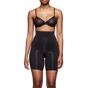Skims High Waisted Bonded Shorts in Onyx XS